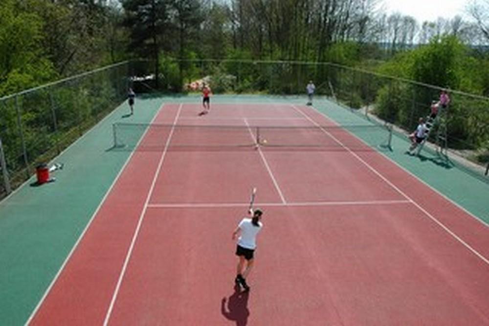 Tennisbaan-op-de-Bronzen-Emmer